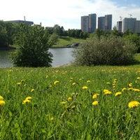5/19/2013 tarihinde Fail' K.ziyaretçi tarafından Парк Олимпийской деревни'de çekilen fotoğraf