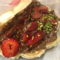 7/11/2013 tarihinde Merve A.ziyaretçi tarafından Waffle Corner'de çekilen fotoğraf