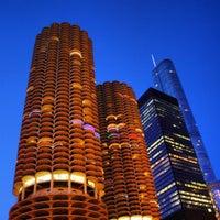 Das Foto wurde bei Chicago Riverwalk von Jose R. am 4/29/2013 aufgenommen