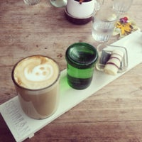 Foto scattata a Seniman Coffee Studio da Ray A. il 3/31/2013
