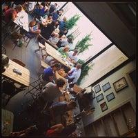 6/22/2013 tarihinde Aaron B.ziyaretçi tarafından Bellwoods Brewery'de çekilen fotoğraf