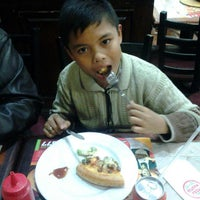 Photo taken at Pizza Hut by Alif A. on 3/26/2013