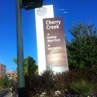 10/2/2012 tarihinde Zhou Mei Juan R.ziyaretçi tarafından Cherry Creek Shopping Center'de çekilen fotoğraf