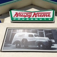 Photo taken at Krispy Kreme Doughnuts by Josue on 11/13/2012