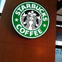 Foto diambil di Starbucks oleh Oscar C. pada 3/28/2013