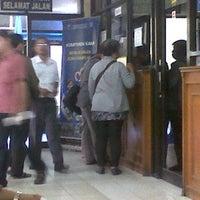 Photo taken at Kantor Samsat Kota Tangerang by Ade S. on 4/5/2013