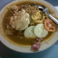Photo taken at Mie Aceh & Teh Tarek Bang Amad by Poeth W. on 8/13/2013