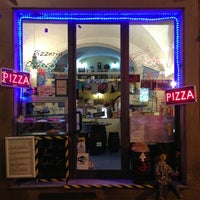 3/28/2013 tarihinde Benoit C.ziyaretçi tarafından Pizzeria O' Vesuvio Napoletana Forno Legna'de çekilen fotoğraf
