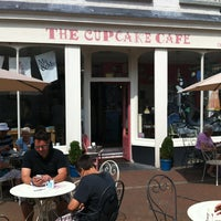 Foto scattata a The Cupcake Cafe da Ireen H. il 7/22/2013