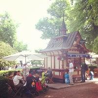 6/5/2013 tarihinde Mari A.ziyaretçi tarafından Esplanadin puisto'de çekilen fotoğraf