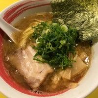Photo prise au らーめん研究所 par 大場なな le10/13/2018