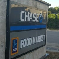 Photo taken at Chase Bank by Jorge G. on 3/14/2017