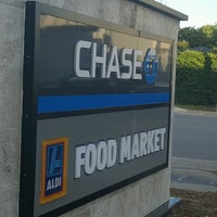 Photo taken at Chase Bank by Jorge G. on 2/16/2017