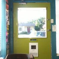 Das Foto wurde bei East Village Café von Ismael C. am 10/8/2013 aufgenommen