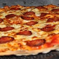 Foto tomada en Pizzeria Aries por Pizzeria Aries el 8/19/2014