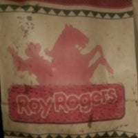 Photo taken at Roy Rogers by Kwisatz H. on 3/25/2015