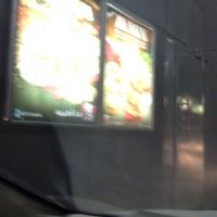 Foto tirada no(a) KFC por Ali A. em 12/23/2013
