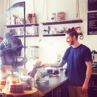 Das Foto wurde bei coffee nerd von coffee n. am 2/16/2015 aufgenommen
