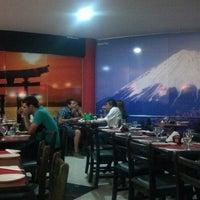 Foto tirada no(a) Sensei Lounge Sushi por Francis A. em 9/18/2012