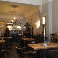 Photo prise au Meine Bar ICI par Reza M. le4/22/2013