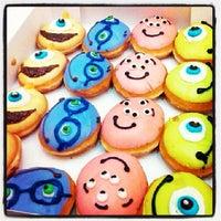 7/20/2013 tarihinde Jezcelle B.ziyaretçi tarafından Krispy Kreme'de çekilen fotoğraf