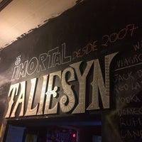 Foto tirada no(a) Taliesyn Rock Bar por Suzanne M. em 12/15/2017