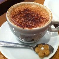 Foto diambil di Caffè Latte oleh Monica pada 1/11/2013