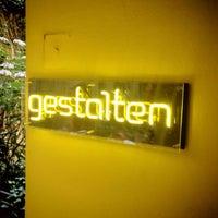7/15/2013 tarihinde Matthew P.ziyaretçi tarafından Gestalten Space'de çekilen fotoğraf