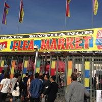 Photo taken at Rose Bowl Flea Market and Market Place by Leonardo Rocha on 12/9/2012