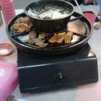 Photo taken at Swan Teem BBQ Steamboat (双天自助铁板火锅城) by Adelina Jacy J. on 5/21/2014