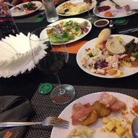 Photo prise au Samba Brazilian Steakhouse par Sao Sokunthea M. le9/3/2014