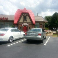 Photo taken at Chick-fil-A by Nikkia H. on 8/10/2013