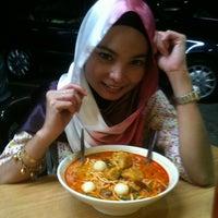 Photo taken at Restoran Cina Muslim Mohd Chan Abdullah by Wieda W. on 9/21/2012