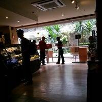 Photo taken at Starbucks by Rafael Z. on 4/19/2013