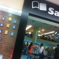 Photo taken at Saraiva MegaStore by Dyego C. on 4/25/2013