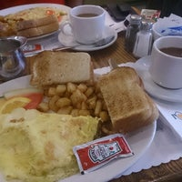 Photo taken at Café Bistro L'Omelette by Anand on 10/17/2013