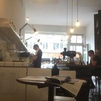 Foto scattata a MOK Specialty Coffee Roastery & Bar da Ahmed A. il 8/13/2018