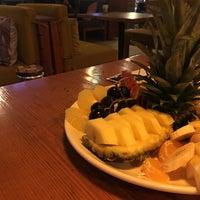 10/17/2018 tarihinde Senso Cafe Bakırköy / D Hziyaretçi tarafından Gaja Garden Cafe & Hookah/Lounge'de çekilen fotoğraf