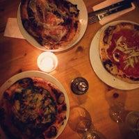 Foto tirada no(a) Carlos Pizza por Jessica K. em 5/16/2015