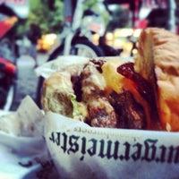 Foto scattata a Burgermeister da Roi V. il 9/7/2013