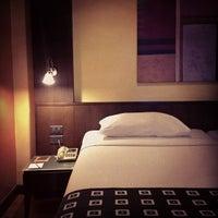 Photo taken at Bangkok Cha-da Hotel by 👔Setthawut T. on 12/11/2012