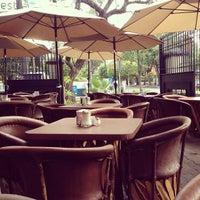 Foto tomada en Café Libertad por Renato K. el 6/10/2013