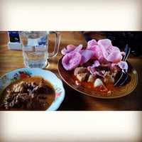 Photo taken at Dapur Minang Lima Saudara by Tommy S. on 1/22/2014