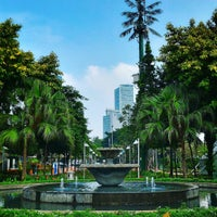 Photo taken at Taman Menteng by Kurniawan A. on 4/22/2017