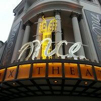 Foto tirada no(a) Phoenix Theatre por Andre L. em 6/19/2013