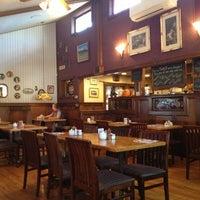Foto tirada no(a) Oak Table Cafe por Ben F. em 10/1/2012