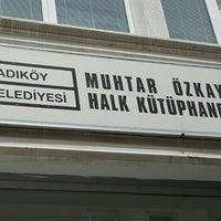 Photo taken at Kadıköy Belediyesi Muhtar Özkaya Halk Kütüphanesi by Tamer Ö. on 5/12/2016