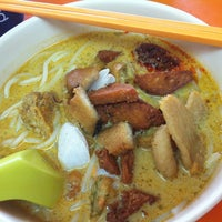 Photo taken at 华宝坤(昭记)餐食 by Derek L. on 11/12/2012