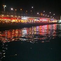 รูปภาพถ่ายที่ Galata Köprüsü โดย Sefa U. เมื่อ 7/25/2013
