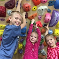 Photo taken at Momentum Indoor Climbing by Forex S. on 5/16/2015
